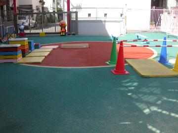 認定こども園 体操教室 サーキット 鉄棒 とび箱 マット 平均台