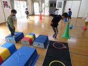にんじゃとも影の運動遊び教室 幼児クラス とび箱ジャンプ